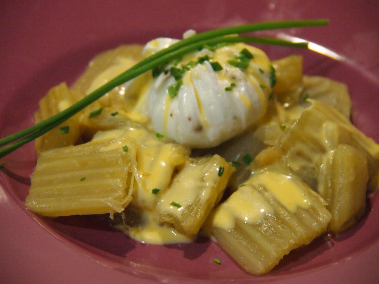 Huevos trufados poché con muselina