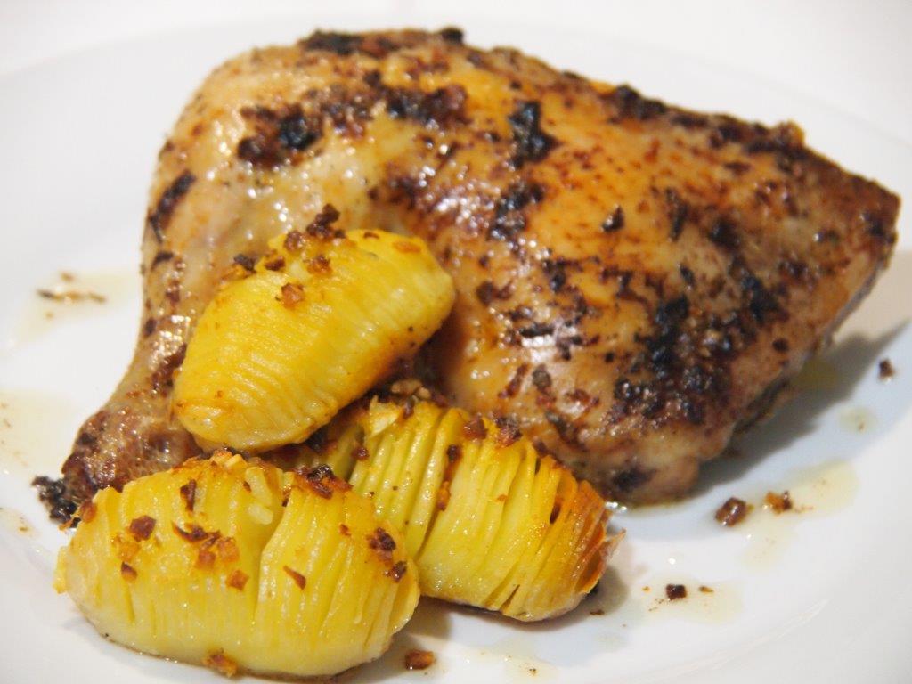 Pollo asado con patatas Hasselback